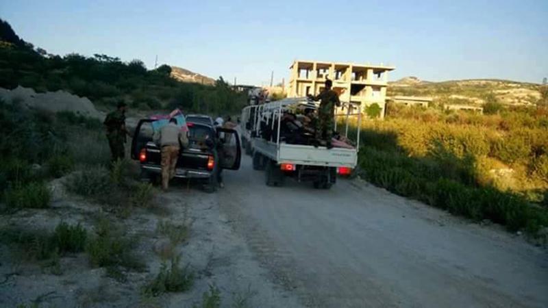 Massiver Konvoi mit Verstärkung für die syrische Armee im nördlichen Latakia eingetroffen (3)
