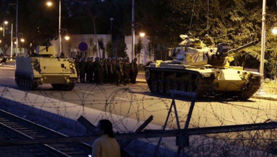 Putsch in der Türkei - Militär übernimmt Regierungsgewalt