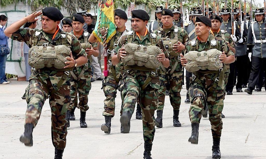 Bolivianische Truppen bei einer Parade / Bild: FAB/www.armyrecognition.com