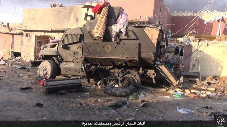 zerstorte-ausrustung-der-irakischen-streitkrafte-in-den-ausenbezirken-von-mossul-1