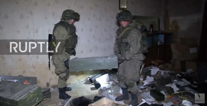 russische-pioniere-entdecken-us-amerikanische-waffen-in-aleppos-terroristenhauptquartier