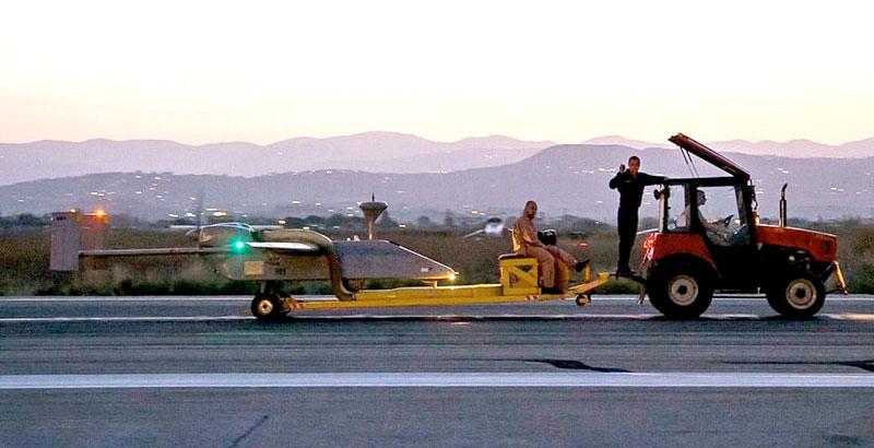 Das russische unbemannte Luftfahrzeug Forpost auf einem Luftstützpunkt in Syrien (Foto: geo-politica.info)