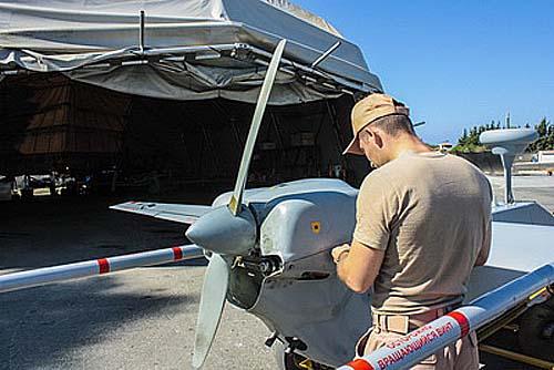 Vorbereitungen an einem unbemannten Luftfahrzeug für den nächsten Einsatz (Foto: otvaga2004.ru / Alexander Kolotilo)