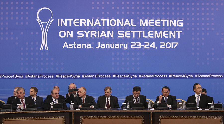 Akteure der Syrien-Friedensgespräche bei einem Zusammentreffen am 23. Januar 2017 in Astana, Kasachstan. © Mukhtar Kholdorbekov / Reuters