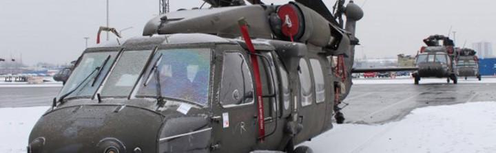 Die entladenen UH-60L und UH-60M Blackhawk Hubschrauber am 11. Februar. (Foto: 16th Sustainment Brigade Public Affairs / 1. Lt. Mark Schneider)
